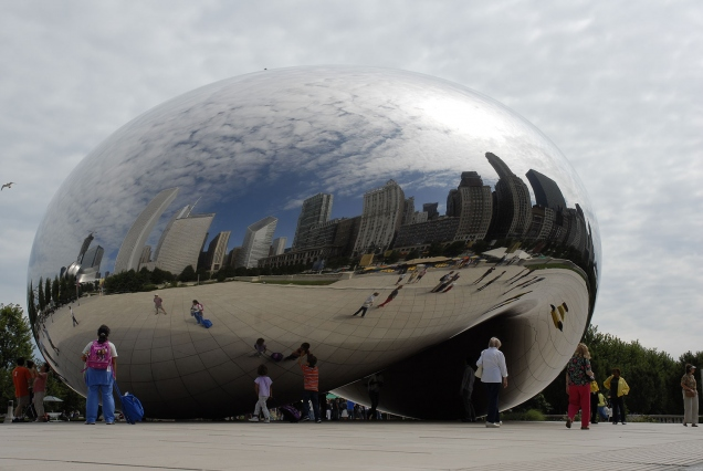 Anish Kapoor © Cloud Gate, acier inoxydable, 10×20×12.8m, Millennium Park, Chicago, 2004