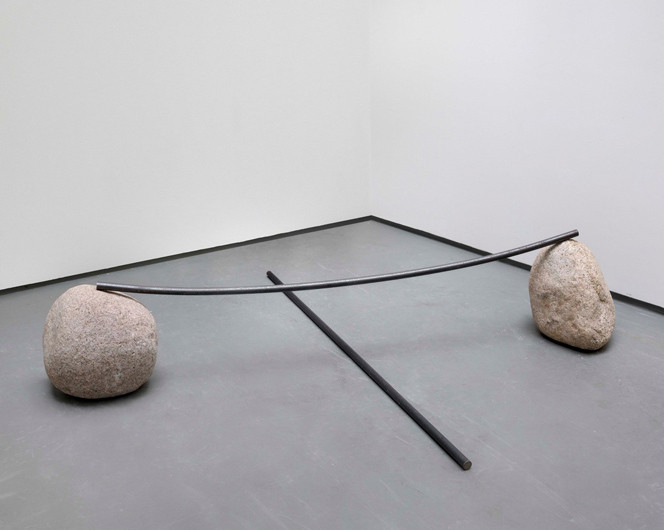 Lee Ufan © Relatum – counterpoint, 2004, iron plate, natural stone